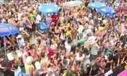 Bloco Primeiro Amor leva muito samba e pagode dos anos 90 à orla da Barra da Tijuca