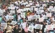 Manifestantes se mobilizam em defesa da indústria da carne catarinense em Chapecó