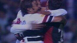 Em 2005, Rogério Ceni marca de pênalti contra o Palmeiras pela Libertadores