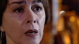 Edna implora para que Alicinha lhe conte o que sabe sobre Albieri