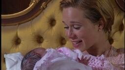 Nasce Carmem, a filha de Ana e Danilo
