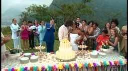 Todos se reúnem no casamento de Paco e Preta