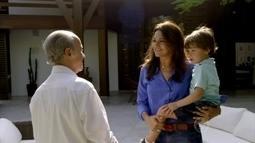 Família feliz? Celeste e Cavalcanti cuidam do filho
