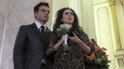 Valdirene entra em trabalho de parto durante casamento de Márcia e Atílio