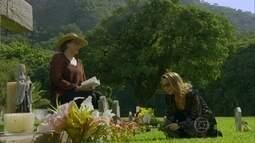 Shirley visita o túmulo de Laerte