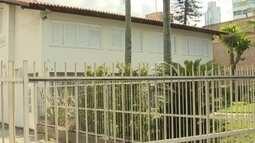 Conheça as casas que ainda resistem ao paredão de prédios em Balneário Camboriú