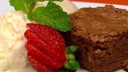 Confira a receita de brownie crocante de nozes