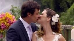 Laura e Caíque se casam