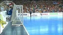 Após cuspir na torcida, Falcão é suspenso por seis partidas na Liga Futsal
