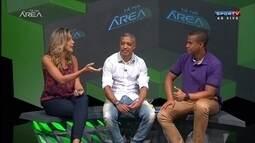 Ex jogador de futebol de areia Neném entrevistado no estúdio