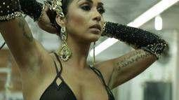 Paparazzo: ensaio sensual com a ex-BBB Amanda Djehdian em clima de carnaval