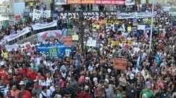 Servidores públicos fazem protesto contra propostas do governo para ajustar contas