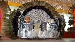 Carnavalescos investem pesado para impressionar em desfile de fantasias em Corumbá, MS