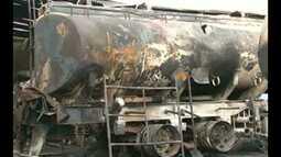Bombeiros investigam causas do incêndio na garagem de uma transportadora, em Itaituba