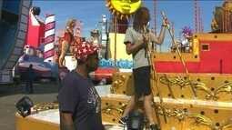 Sete escolas abrem os desfiles do carnaval de SP