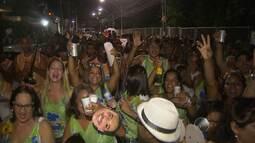 Colaboradores da Rede Bahia desfilam em bloco da empresa