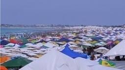 Praias da Região dos Lagos ficam lotadas e blocos animam o sábado de Carnaval