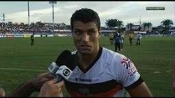 "Ednei celebra gol olímpico na vitória do Atlético-GO: ""Fui feliz na batida"""