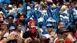 Blocos levam meio milhão de foliões às ruas no Rio