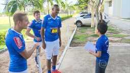 Cruzeirense do The Voice Kids realiza sonho de conhecer os ídolos no futebol