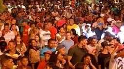 Carnaval em Montes Claros atrai milhares de pessoas para a orla da lagoa
