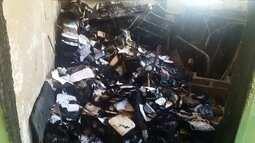 Escola municipal é vandalizada e tem almoxarifado queimado, em Goiânia
