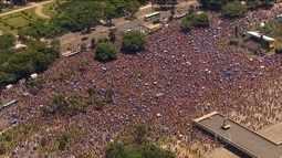 Quase 400 mil pessoas pulam o carnaval nos blocos do Rio nesta segunda (8)