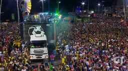 Timbalada arrasta multidão pelo circuito Barra-Ondina