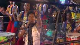 Timbalada canta 'Beijo na Boca' no circuito Dodô