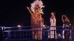 Figurinos de Claudia Leitte, Daniela Mercury e Ivete Sangalo encantam foliões