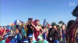 Pernas de pau marcam presença na Orquestra Voadora