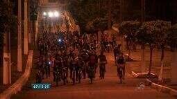 Grupo se reúne para realizar passeios ciclísticos a noite entre dois municípios do Ceará