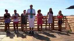 Professor dá aula de samba na orla da praia