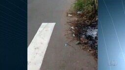 Morador reclama de faixa de pedestre instalada em meio ao mato, em Goiânia