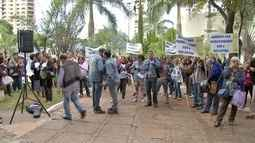 Contrários à proposta de reajuste, servidores administrativos protestam em Campo Grande