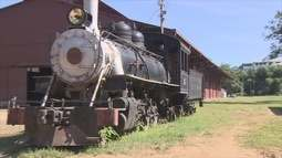 Ex-ferroviários fazem homenagem para trabalhadores que ajudaram na EFMM