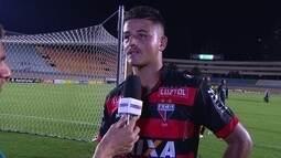 """Herói da vitória, Alisson lembra de orientação do treinador: """"Acerta o gol"""""""
