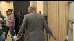 Secretário de administração deixa reunião e não conclui negociação com grevistas da Uespi