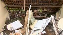 Famílias se assustam após deslizamento de barreira na Zona Norte do Recife