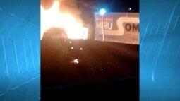Dois são detidos após atearem fogo em viatura da PM em Josenópolis
