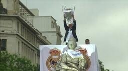 Jogadores do Real Madrid comemoram título da Champions com torcedores na capital espanhola