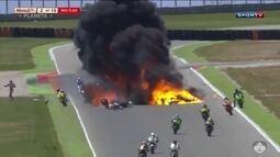 Acidente impressionante marca prova da Moto2 na Espanha