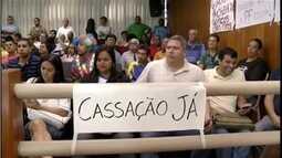 Câmara suspende salários de vereadores afastados em Governador Valadares
