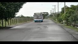 Moradores reclamam de excesso de velocidade onde ônibus tombou em Campos, no RJ