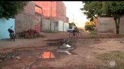 Moradores de rua na Zona Leste reclamam da falta de saneamento e pavimentação