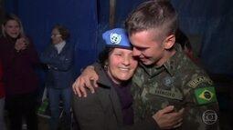Huck acompanha o encontro de militares brasileiros que vivem no Haiti com suas famílias