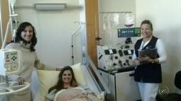 Mulher conhece doadora de medula em Bauru