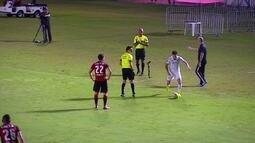 Comentarista fala sobre lance que originou segundo gol do Santos