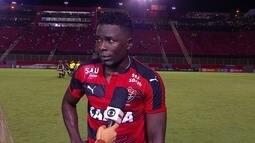 """Kanu lamenta falta de atenção do Vitória: """"Agora é esperar o próximo jogo"""""""