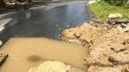 Flagrante mostra desperdício d'água no bairro da Palmeira, em Campina Grande